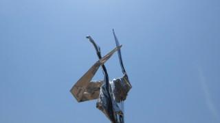 シュワッチ!!!ウルトラマンっぽい折鶴の無料写真